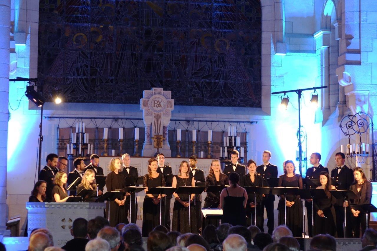 L'Ensemble vocal Sequenza 9.3 et le Choeur de l'Armée française ont subjugué le public pendant 1 heure...