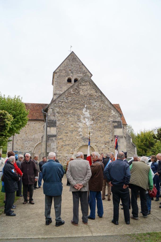 Saint-Agnan : habitants et élus des 3 communes historiques se rassemblent sur la place de l'église.