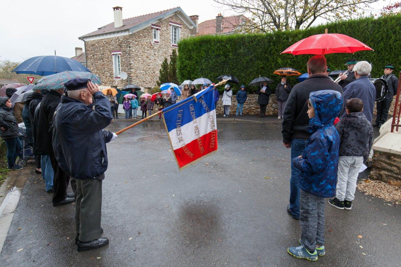 Le drapeau de l'association des Anciens Combattants de Crézancy - Mézy-Moulins était présent ainsi que notamment son président, Georges Pottier.