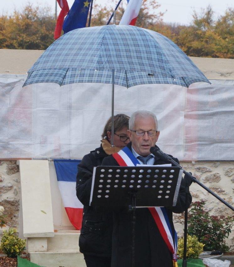 ... Claude Picart, maire délégué de Saint-Agnan...