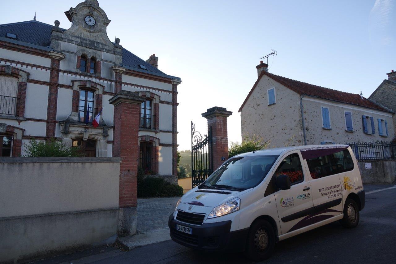 A La Chapelle-Monthodon, l'arrêt du TAD K est à la mairie.