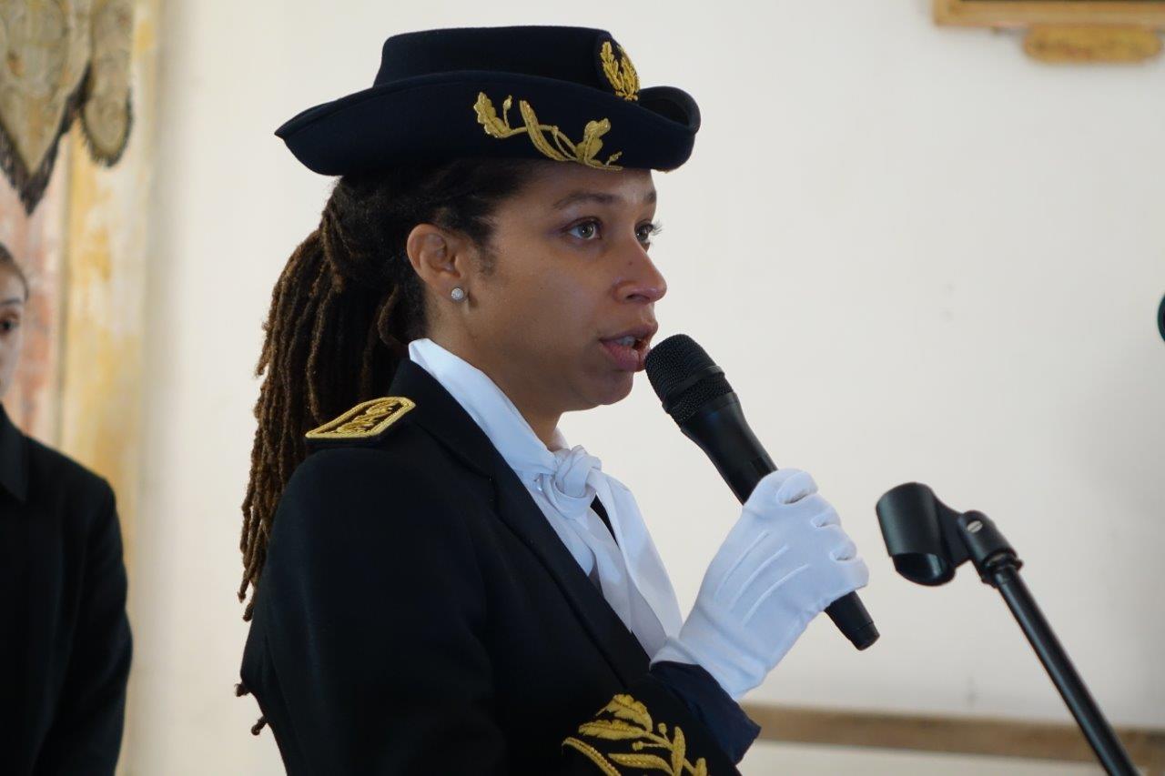 ...précèdent la lecture du Manifeste de la Fédération nationale des déportés par Natalie William.