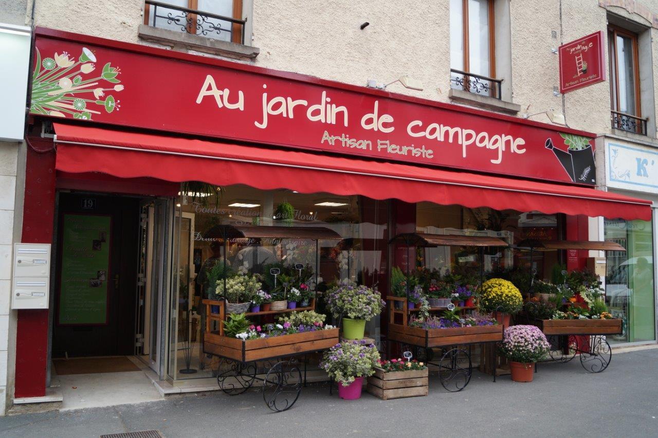L'enseigne égaye de belle façon la rue commerçante Jean de Dormans.