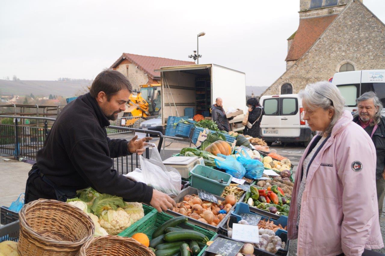 A l'entrée du marché, un producteur marnais proposait notamment tout ce qu'il faut pour préparer une bonne soupe de saison.