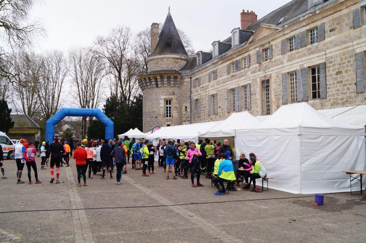 L'esplanade du château de Dormans se prête bien aux manifestations.