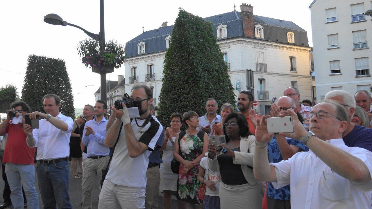 La presse locale (L'Axonais et l'union) ainsi que les Marcheurs immortalisent la victoire du candidat LREM.