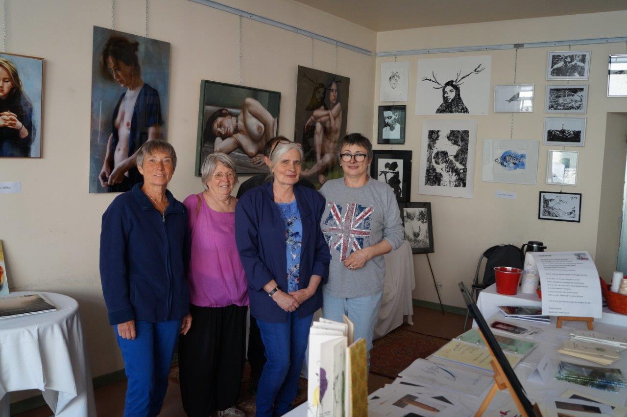 Une partie du collectif d'artistes. De gauche à droite : Marie Rabozzi, Renée Boron, Dominique Van der Veken et Marie-Pierre Morel.