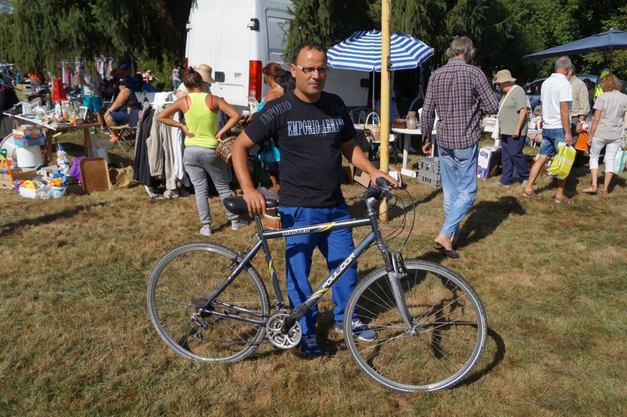 La bonne affaire du jour : 10€ le vélo Poulidor ! Il faut dire aussi que Poupou n'a jamais remporté le moindre Tour de France...