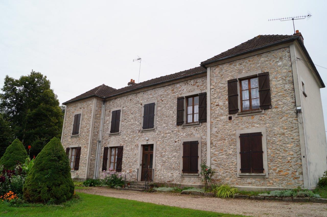 Le bâtiment de l'ancienne école de Condé-en-Brie.