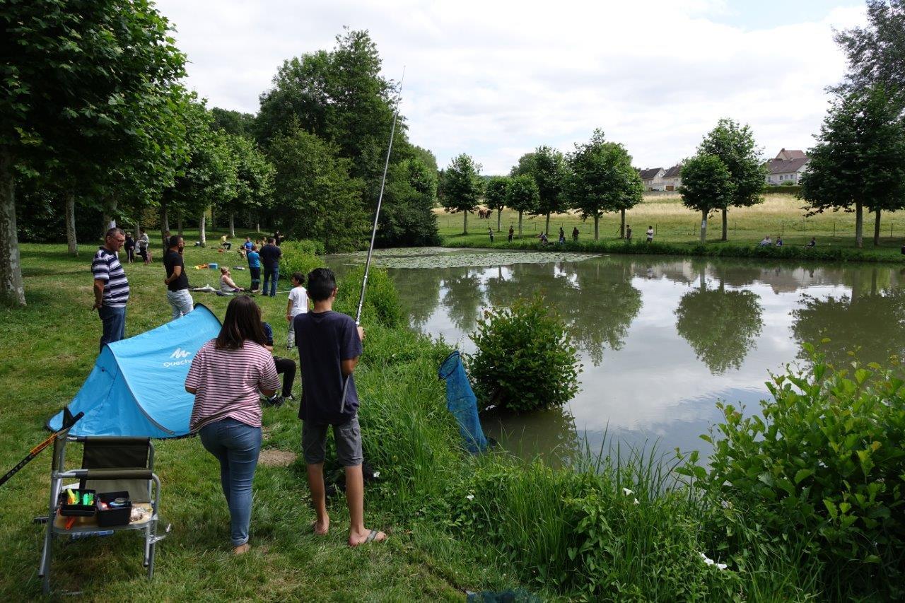 La tradition est respectée : La mise à l'eau de quelques 300 truites est offerte par la municipalité et les pêcheurs ont accès gratuitement à l'étang pendant toute la journée du 14 juillet.