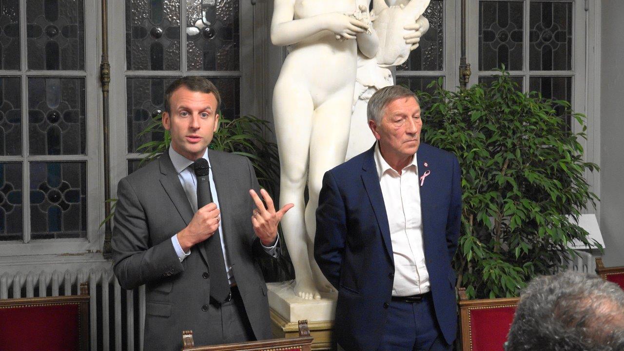Emmanuel Macron a parlé pendant plus d'1 heure sans dire du mal des autres. Ça change, non ?!