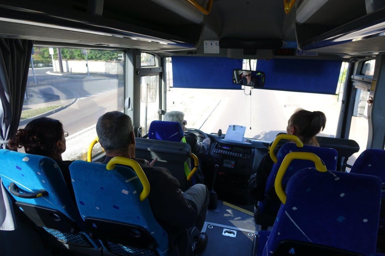 Le personnel de conduite possède une conduite souple et est ouvert à l'échange le temps du trajet.