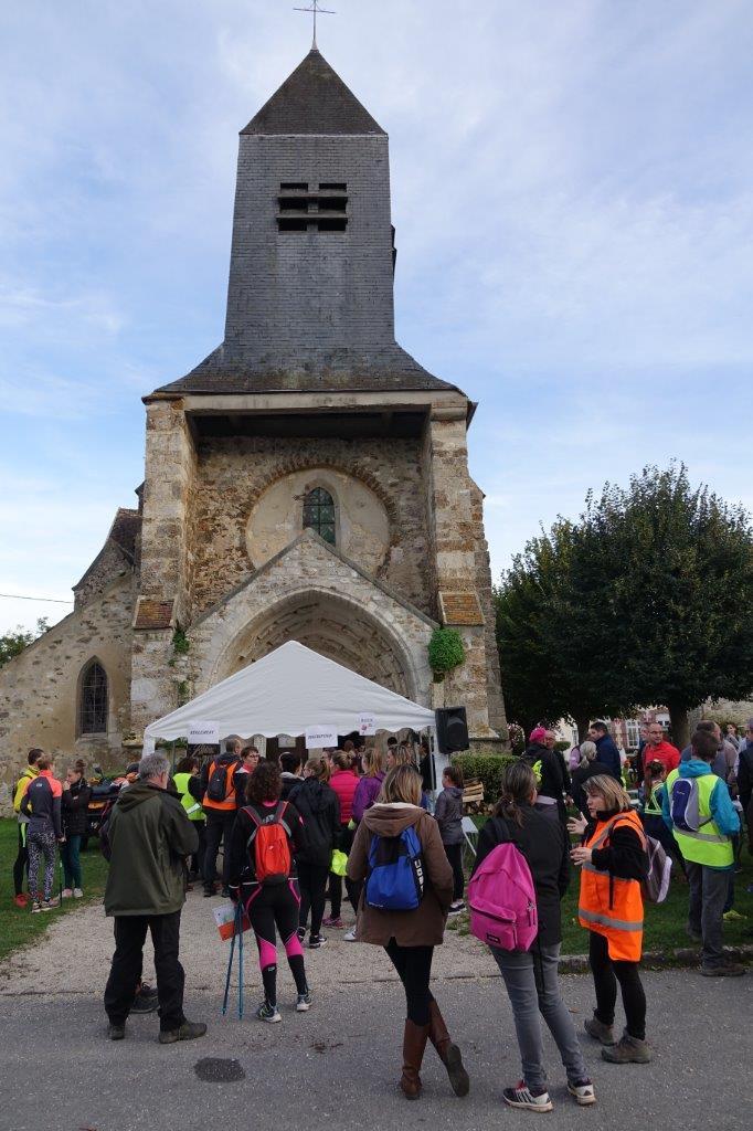 La place de l'Église de Saint-Eugène est devenue multicolore sur les coups de 17h59.