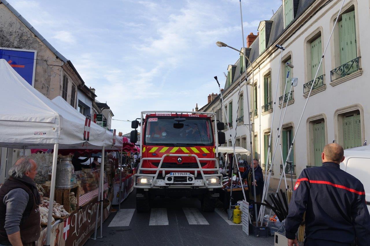 Les sapeurs-pompiers de Dormans ont vérifié que les exposants respectaient scrupuleusement les emplacements attribués.