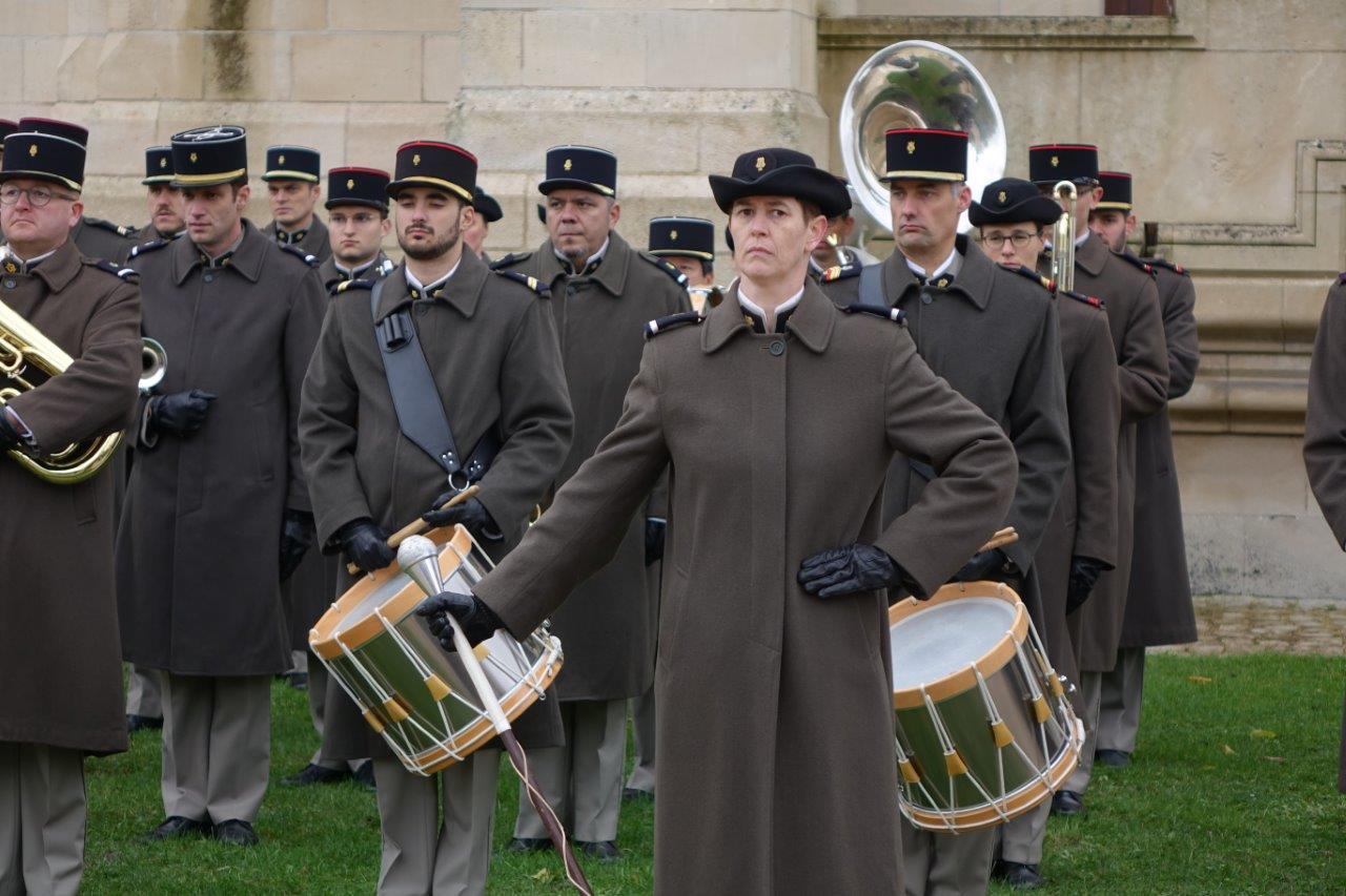 La Musique de l'Arme Blindée Cavalerie basée à Metz (Moselle) a accueilli Emmanuel Macron sur l'esplanade.