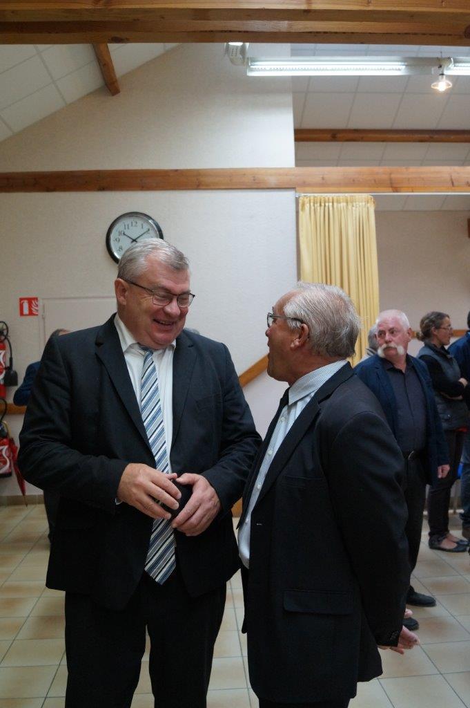 Quand 2 maires se rencontrent. De gauche à droite : Christian Bruyen, maire de Dormans et Didier Dépit, maire de Le Breuil.