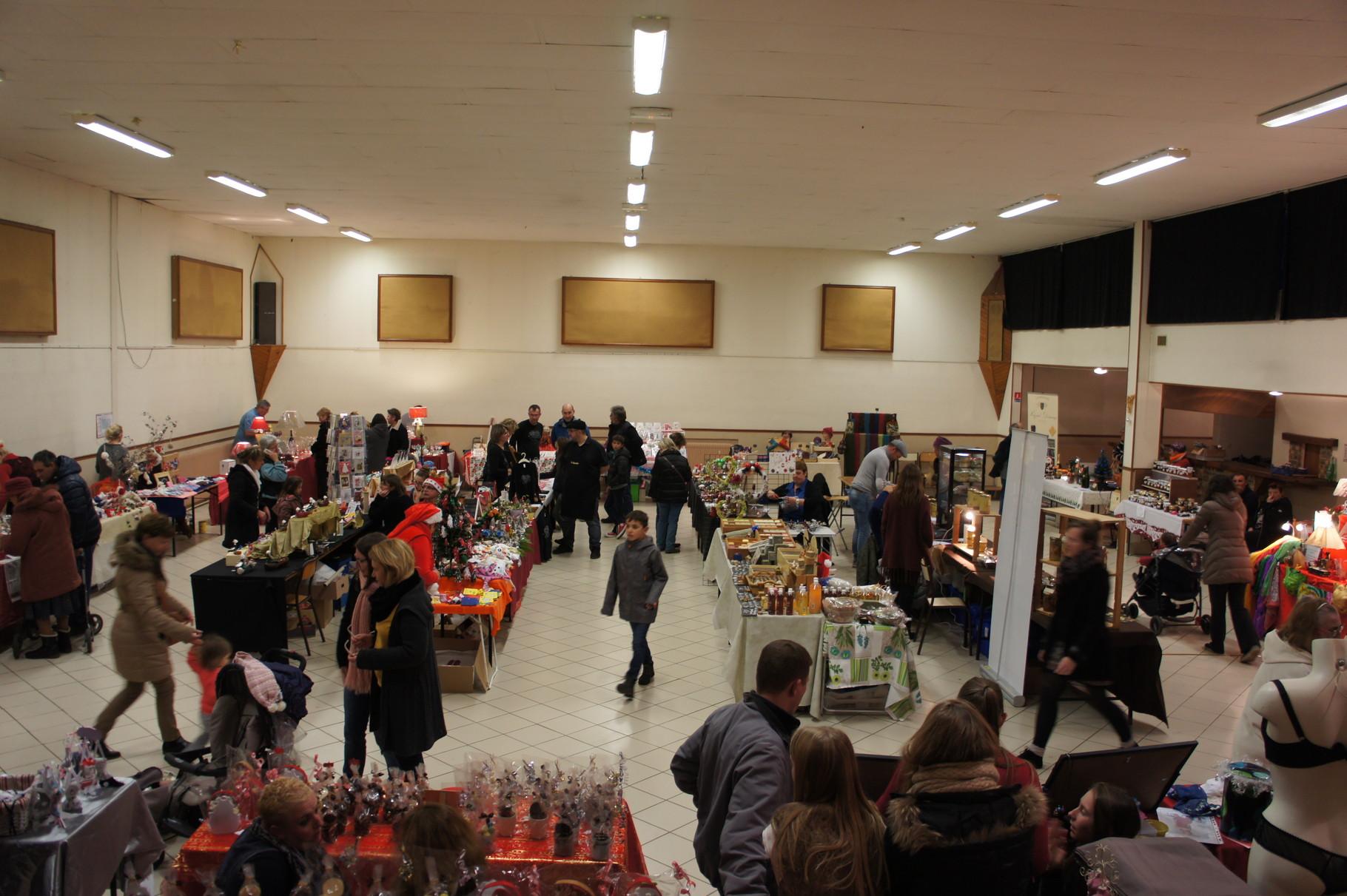 Condé-en-Brie (02) Le marché de Noël : du choix pour les cadeaux !