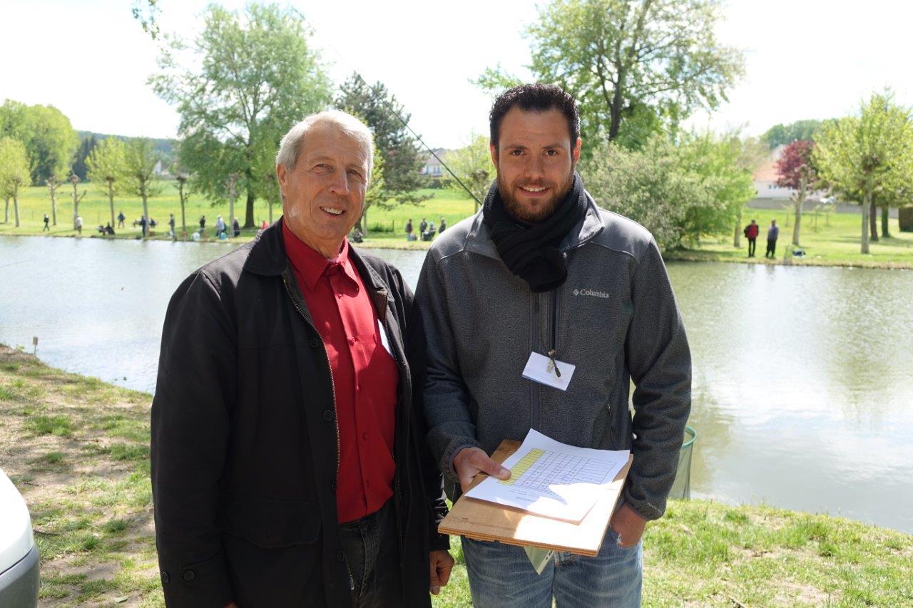 A droite : Amaury Guy est l'un des surveillants en charge du bon déroulement du concours.