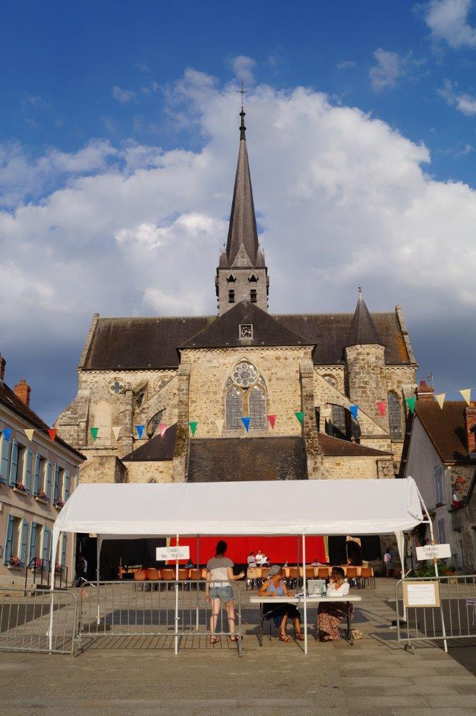 A Orbais-l'Abbaye, l'abbatiale a servi de décor pour le deuxième épisode du feuilleton théâtral La Fiancée du Surmelin.