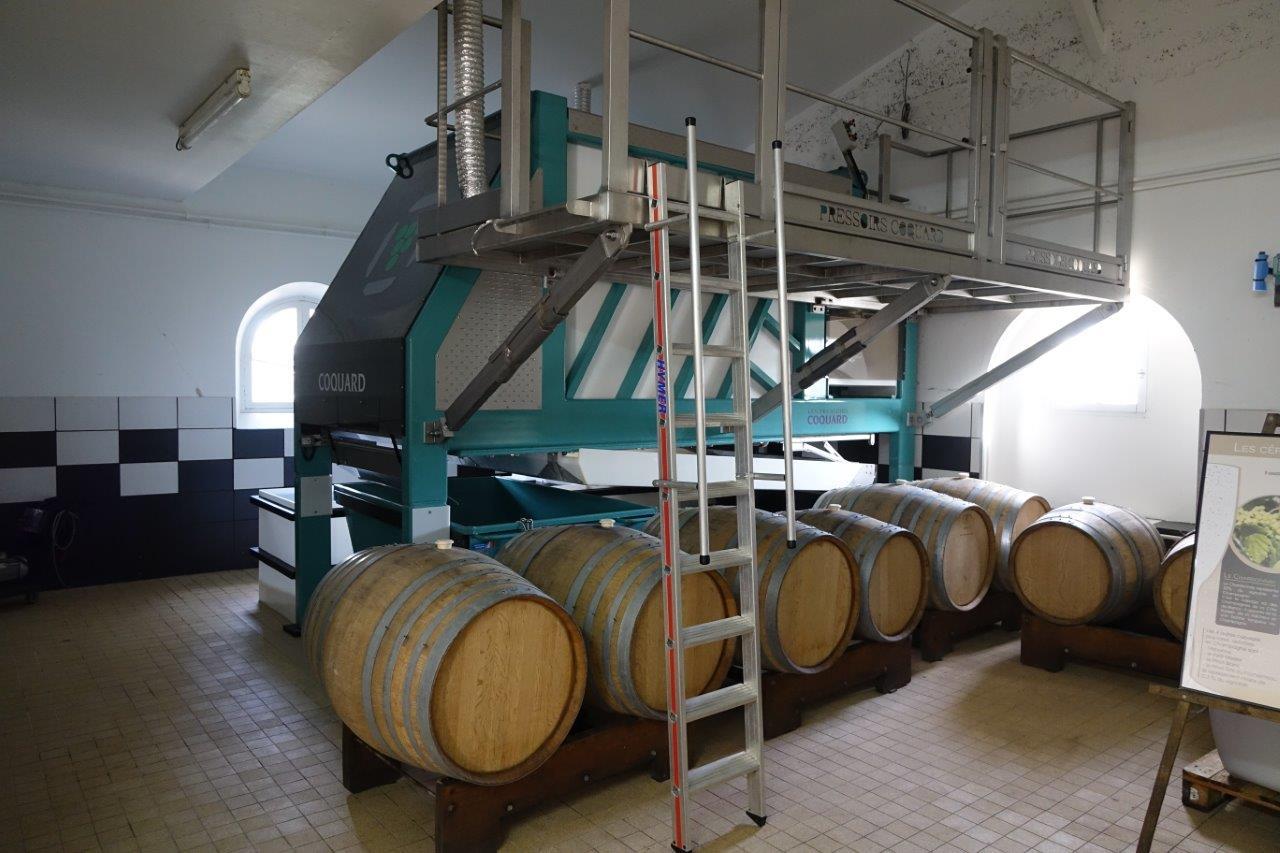Le champagne Delhomme est élaboré au sein de l'exploitation du lycée agro-viticole de Crézancy...