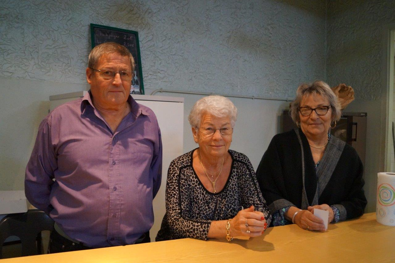 De gauche à droite : Christian Grandpierre, Pierrette Renault, adhérents du Comité des Fêtes de Dormans et Jacqueline Guiborat, secrétaire de l'association.