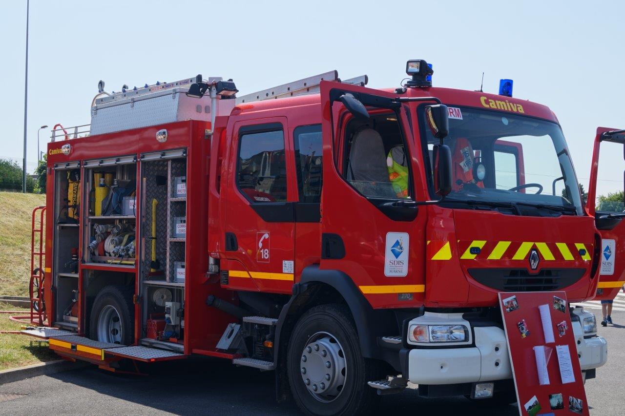 Le fourgon tonne pompe est destiné principalement à l'extinction des feux urbains...