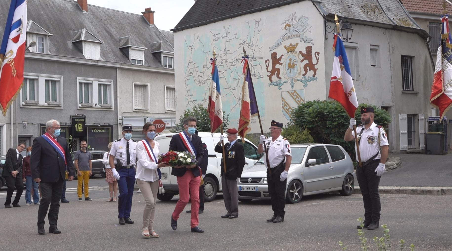 Florence Doucet, conseillère municipale et Michel Courteaux, maire de Dormans, ont déposé la traditionnelle gerbe de fleurs au monument aux morts...