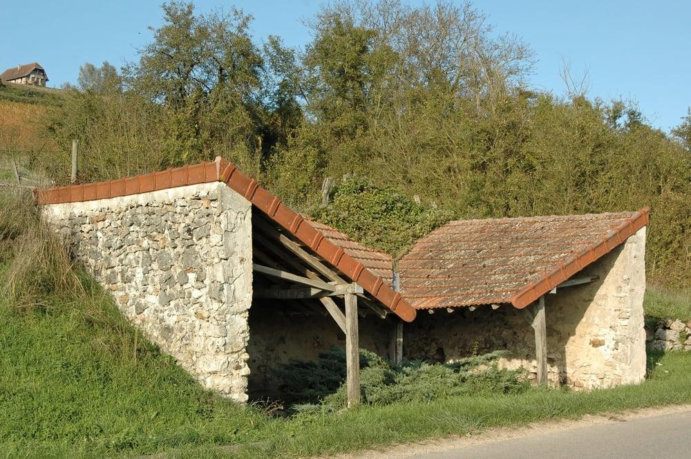 En 2010, le lavoir de Saint-Agnan coulait des jours pas très heureux.