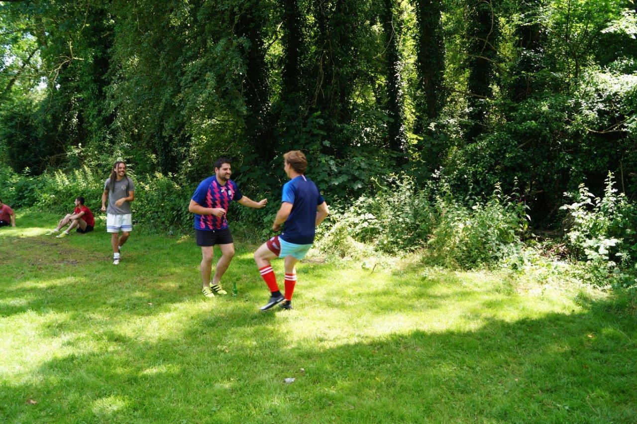 Avant chaque rencontre, l'équipe de l'En Avant Les Glands se prépare sous la direction de coach Quizy...