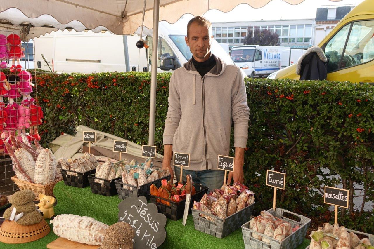 La maison Chillet était présente sur la foire. Située à Saint-Symphorien-sur-Coise, capitale du saucisson, elle proposait les meilleurs produits de la tradition des Monts du Lyonnais.