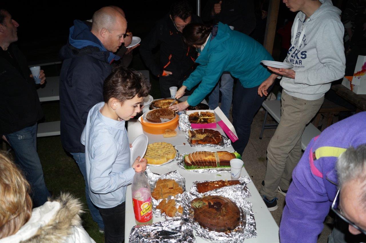 Devant ces nombreux desserts concoctés par les participants, Gilles Lefèvre, de l'hebdomadaire L'Axonais, n'aurait pas eu l'embarras du choix. Il aurait goûter à tout..