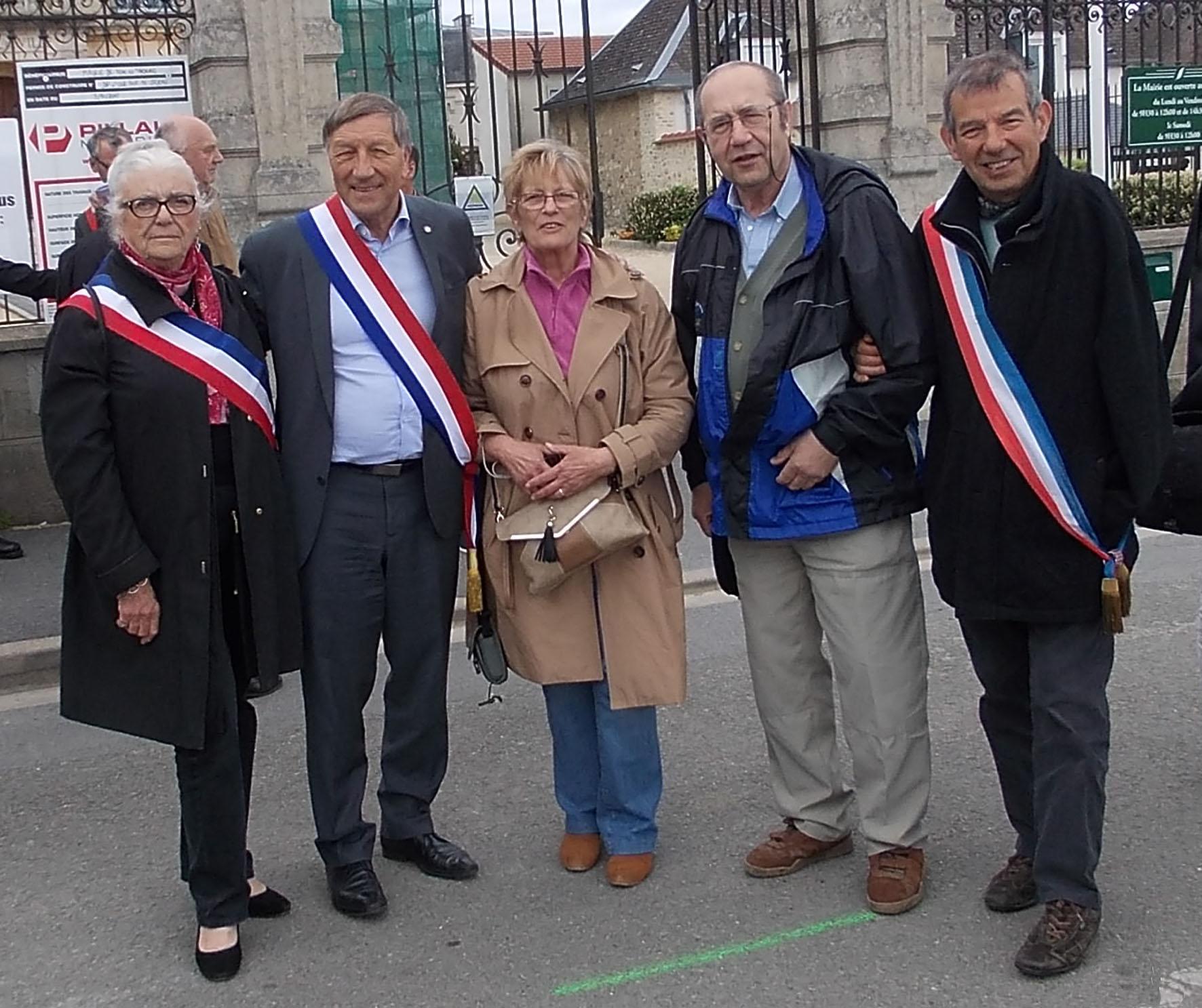 Yannick Cernet et Christian Bartkowiak, 2 citoyens de Vallées-en-Champagne, sont venus soutenir les élus.