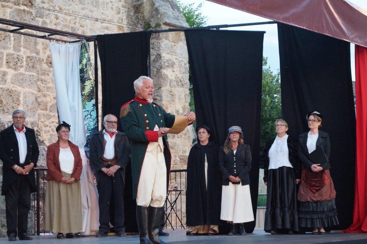 Enrichir les riches profite à tout le monde. Napoléon III déclame la théorie du ruisselement devant les habitants de la vallée du Surmelin.