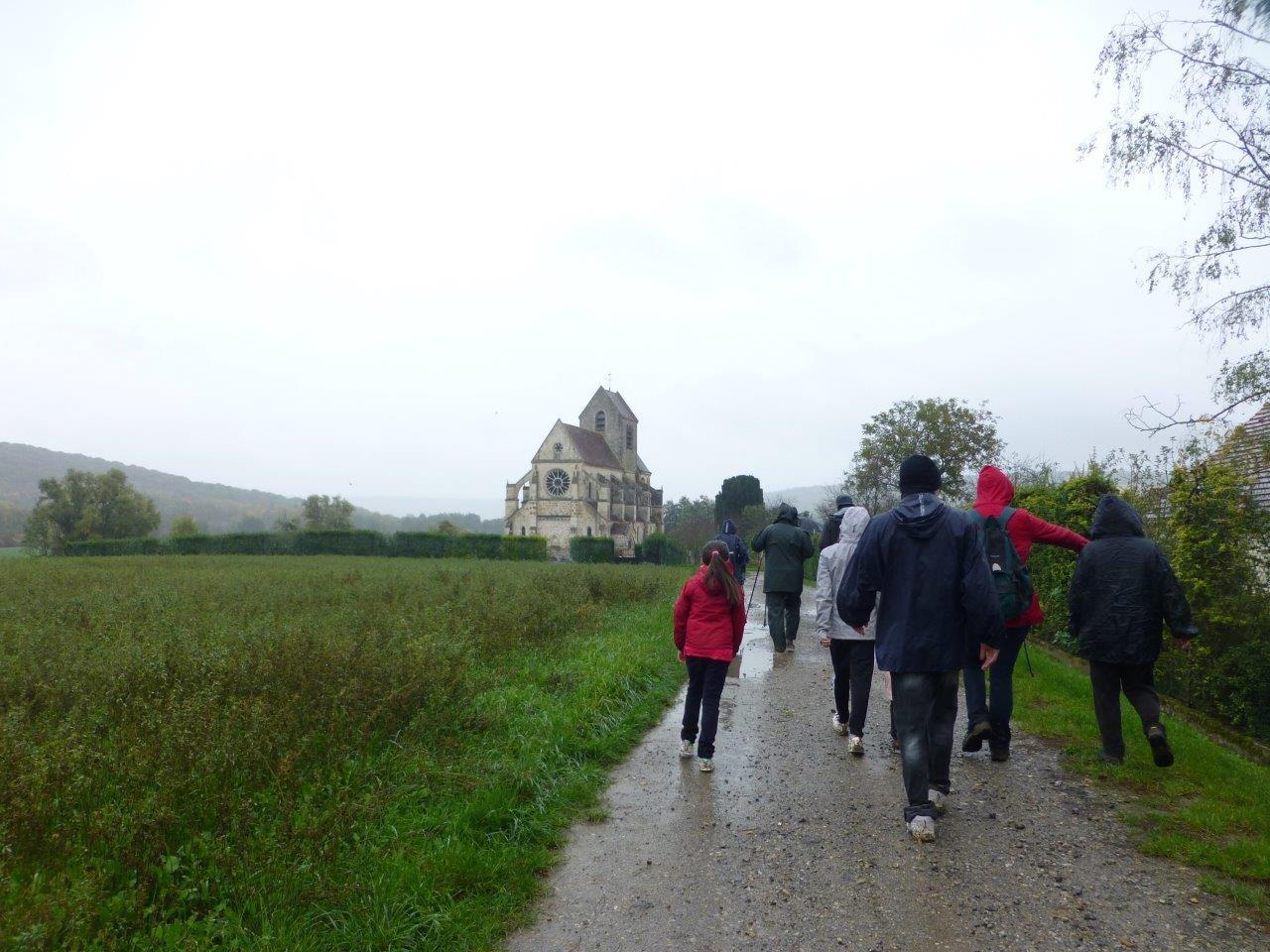 Église de Mézy-Moulins : L'étude architecturale semble indiquer un début de construction vers 1215 et un achèvement vers 1230...