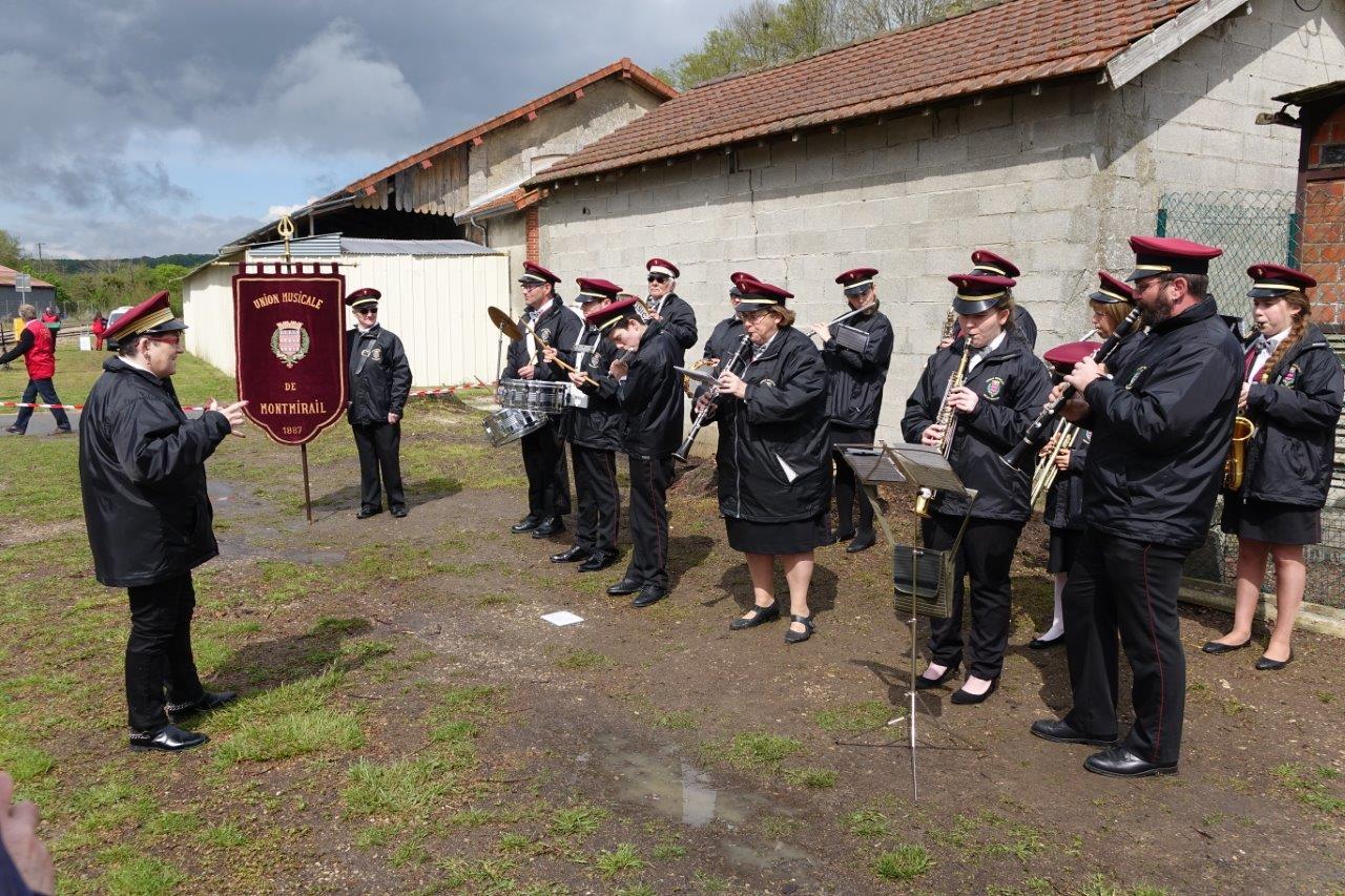 L'Union musicale de Montmirail assure le lancement en fanfare.