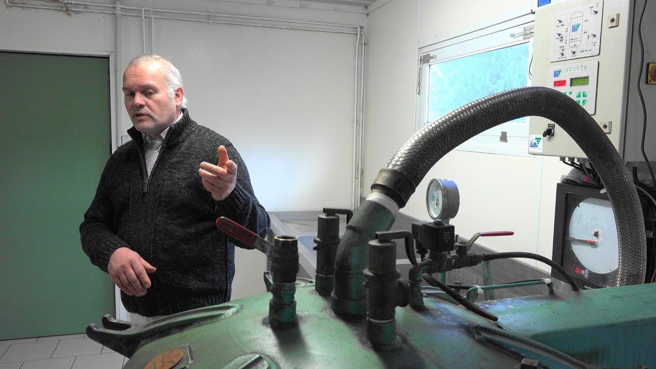 Dans le labo des Canardises des 3 Vallées, Bertrand Fagot évoque 22 années de production de foies gras et dérivés.