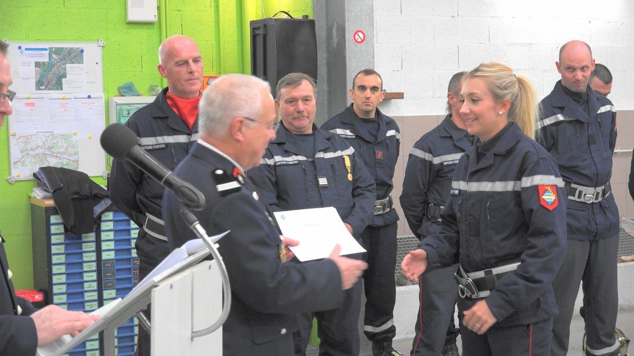 Lors de chaque Sainte-Barbe, des diplômes sanctionnant diverses formations sont remis à de nombreux sapeurs-pompiers dormanistes.