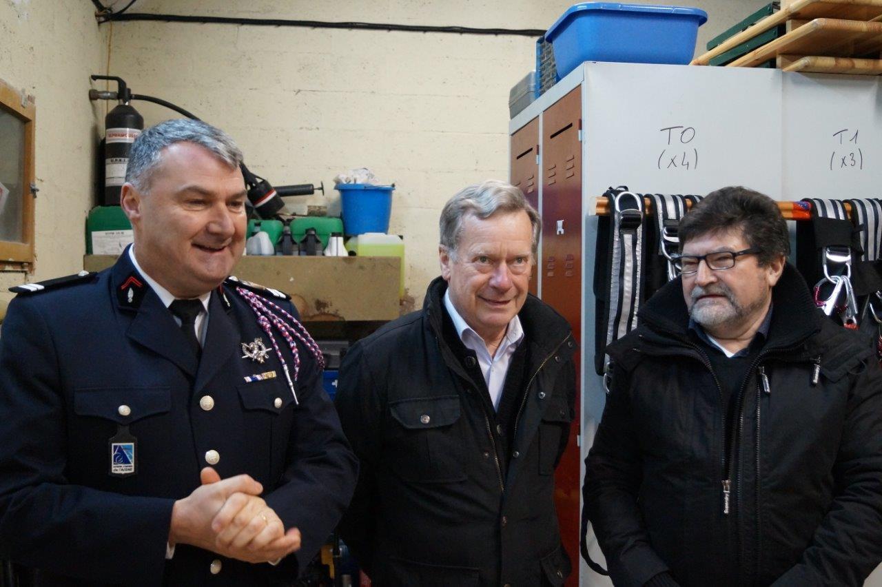 De gauche à droite : le lieutenant Pascal Le Cornec, Jean-Marie Houdant, maire de Saint-Eugène et Didier Simon, maire de Monthurel.