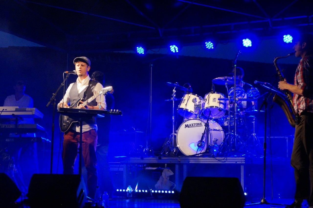 La région Hauts-de-France est également sur scène avec le groupe lensois Papaya et ses bonnes vibes reggae.