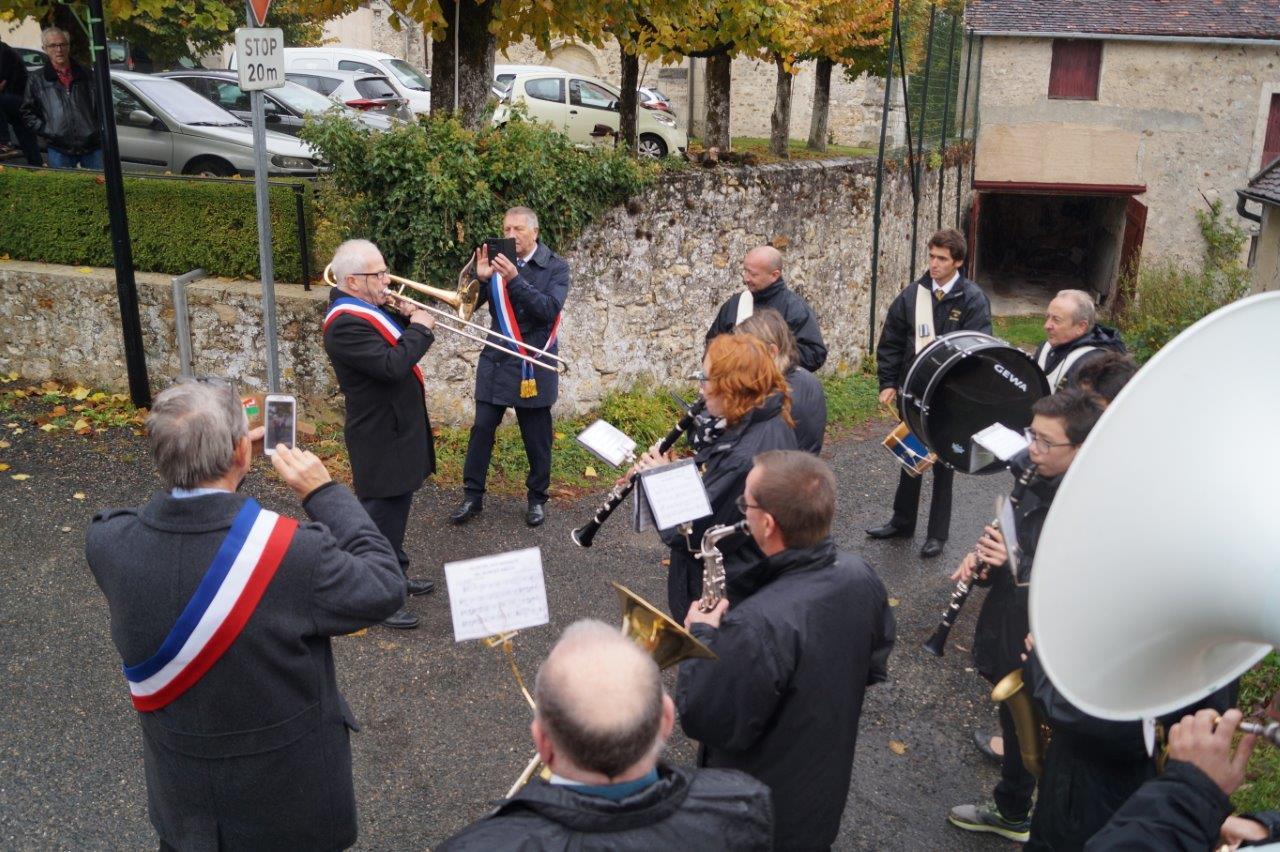 Claude Picart joue au sein de la Musique municipale de Dormans et dirige, à l'occasion, la formation.