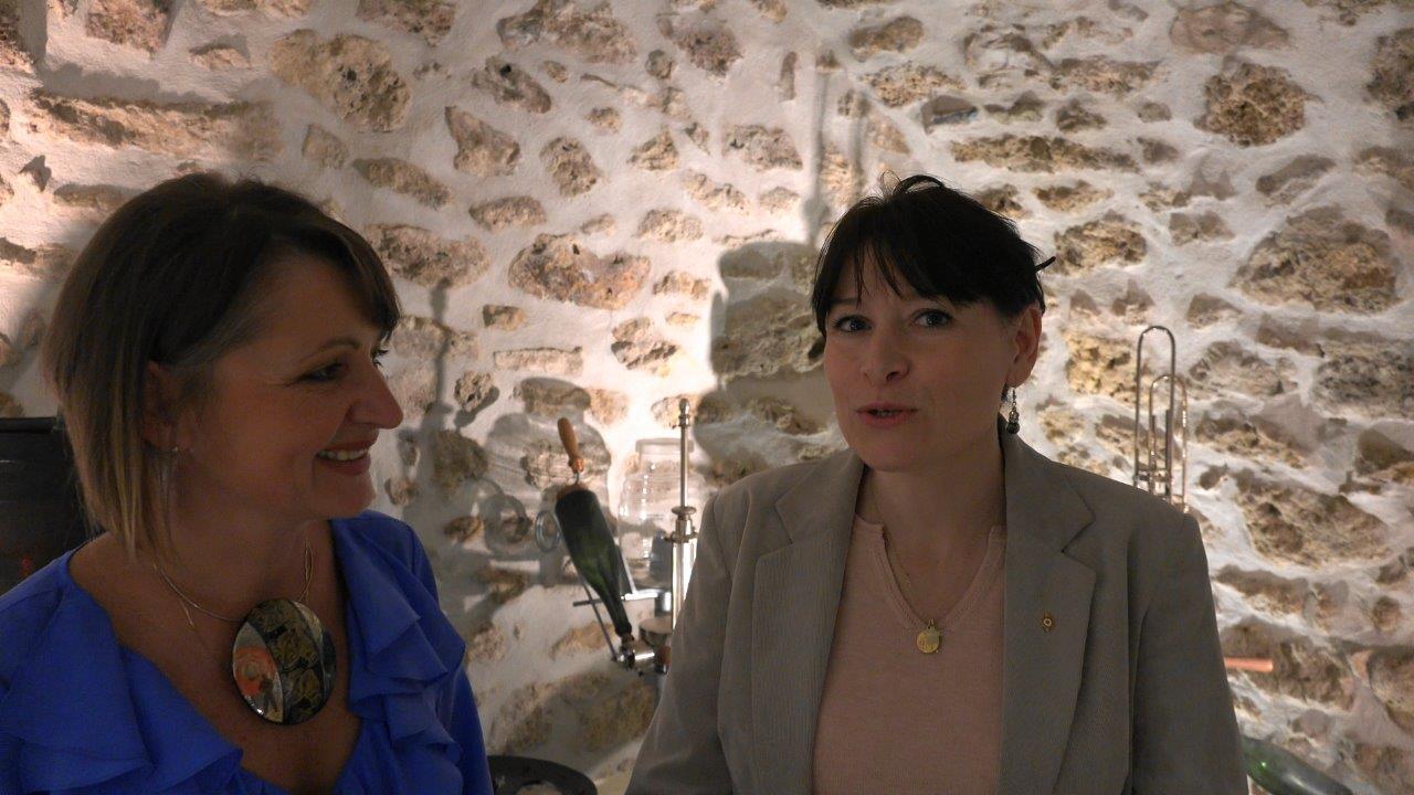 De gauche à droite : Anna Météyer et Myrtelle alias Mireille Chevet.