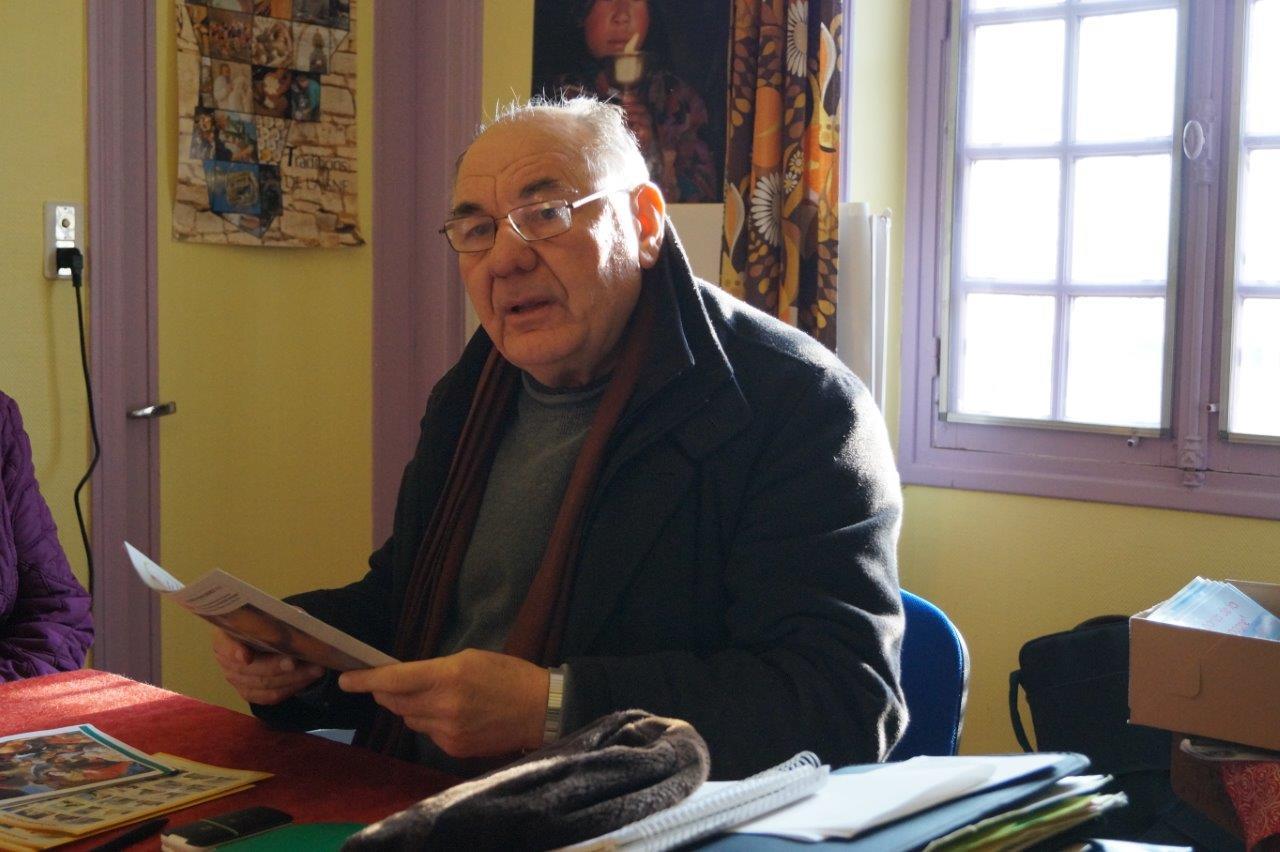 Henri Gandon aime parcourir la paroisse et un peu au-delà, son appareil photo en bandoulière.