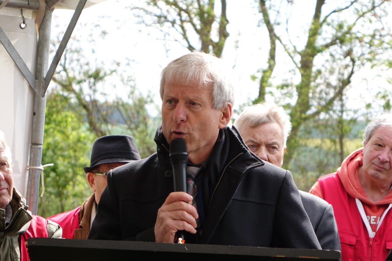 ... et Eric Assier, maire de Condé-en-Brie, soulignent l'appui de l'État dans la concrétisation de ce projet de circulation du train touristique, en la personne de Ronan Léaustic, ancien sous-préfet de l'arrondissement de Château-Thierry.