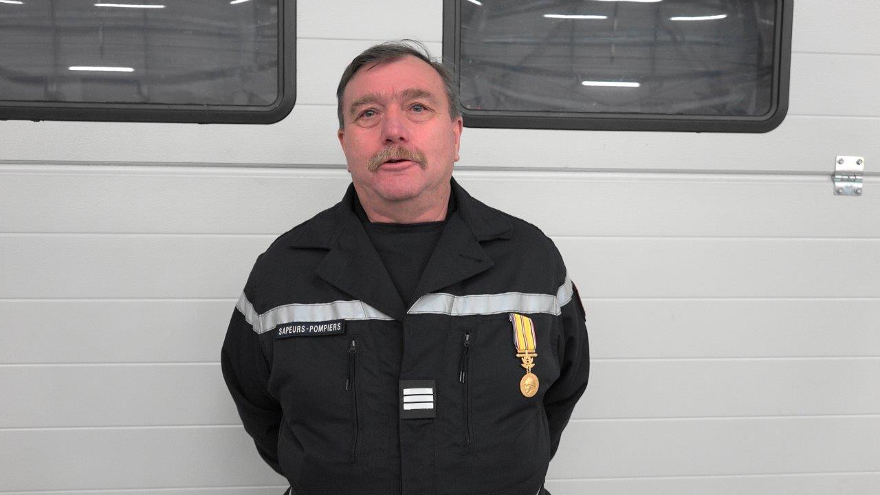 Le lieutenant Jean Jarrot est promu capitaine honoraire et distingué de la médaille Grand or des sapeurs-pompiers pour 40 ans de bons et loyaux services.