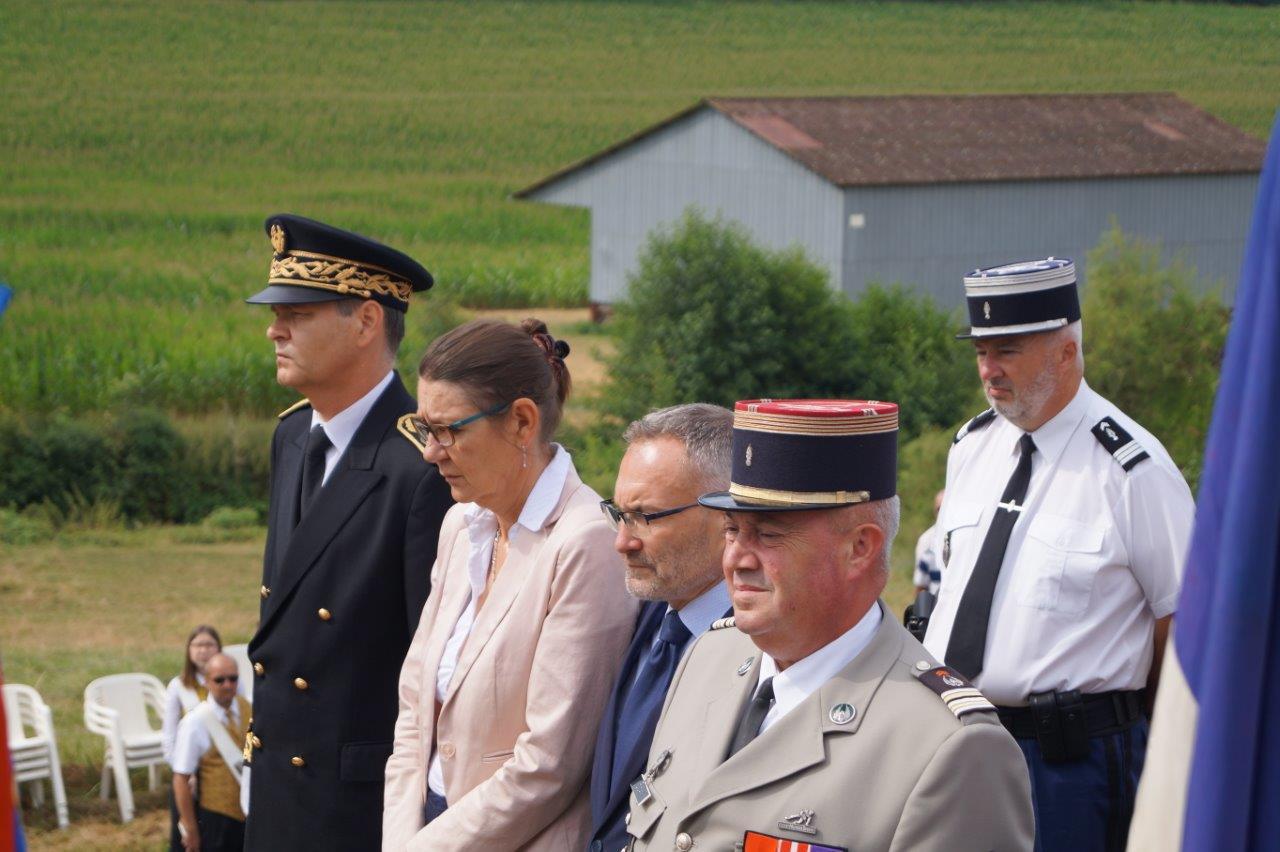 De gauche à droite : Ronan Léaustic, Anne Maricot, Dominique Moyse, le lieutenant-colonel Daniel Cian, et le capitaine Jean-Émile Vaesen.