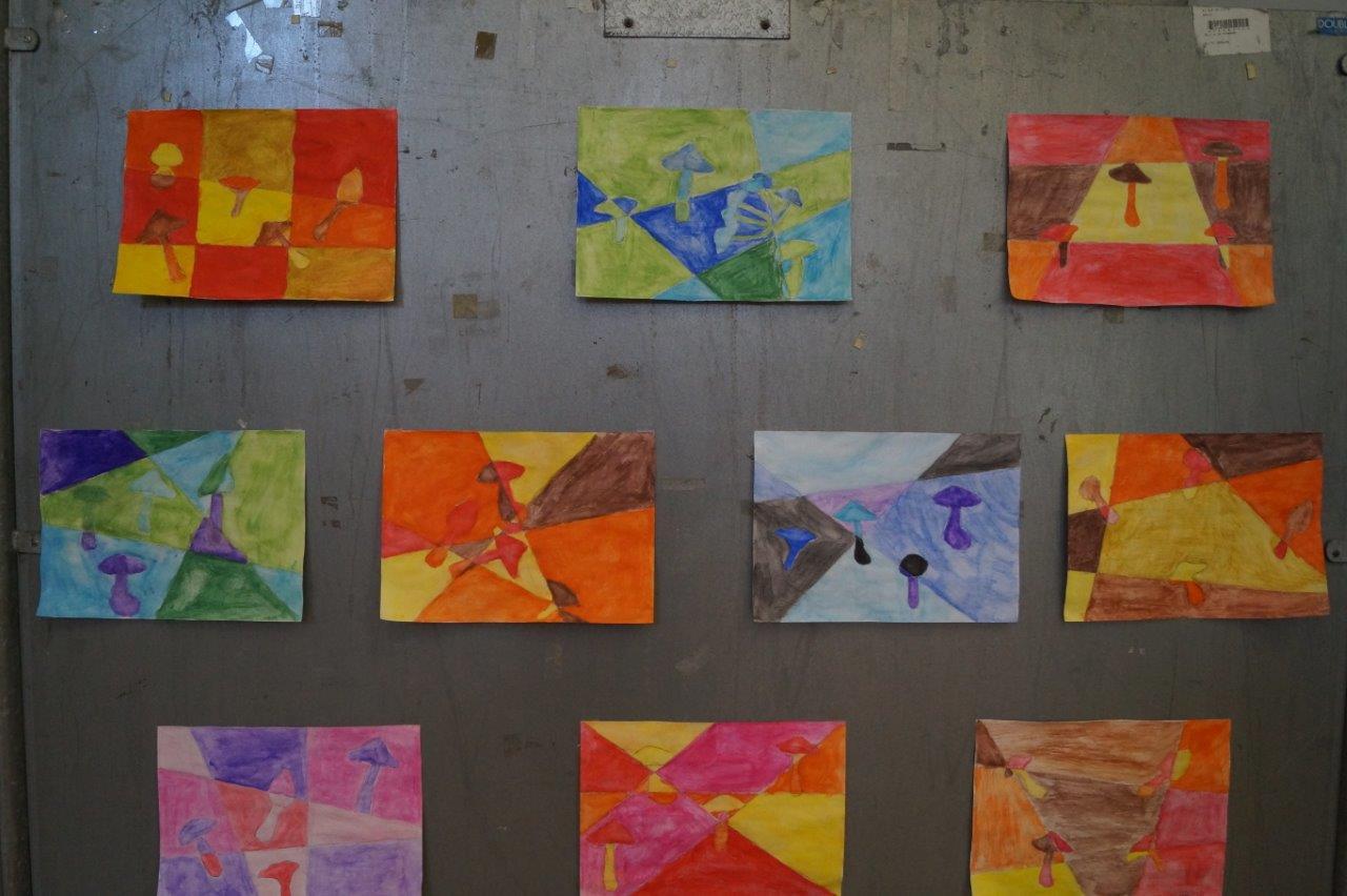 Des dessins et oeuvres sur le thème des champignons ont complété l'exposition.