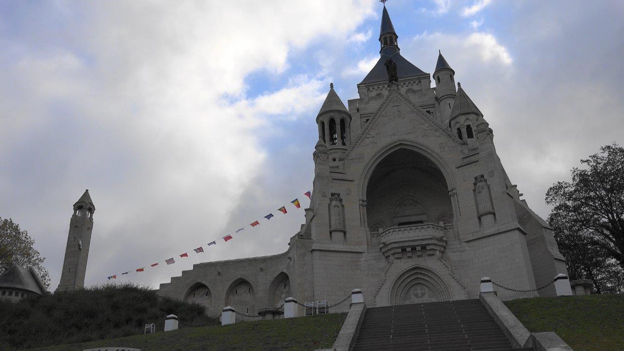Le Mémorial de Dormans : il s'est fait faire récemment un lifting. Lifting réussi et magnifique !
