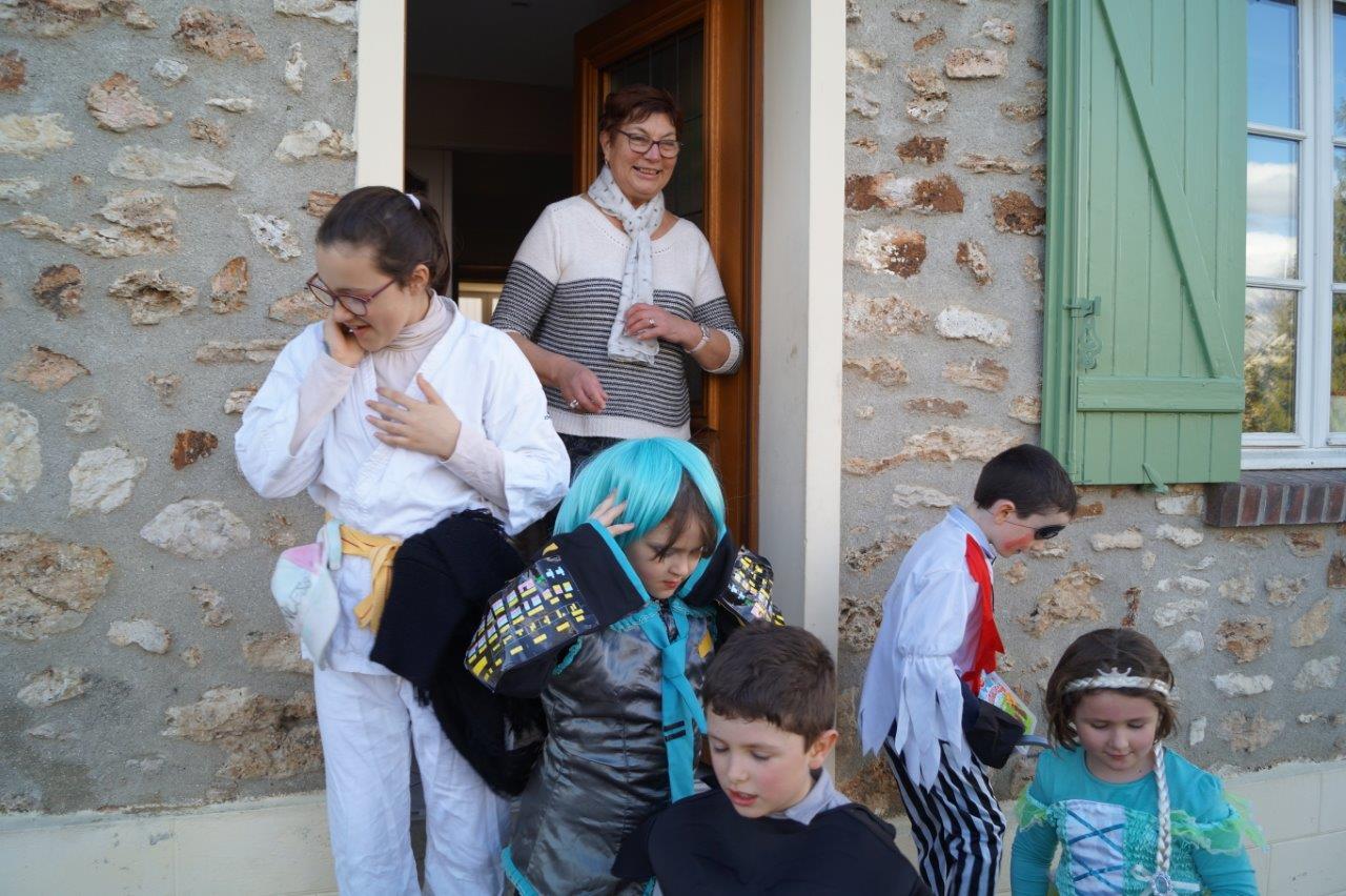 Des friandises ! Jacqueline Picart, la maire déléguée du village, a répondu favorablement à la demande des enfants.