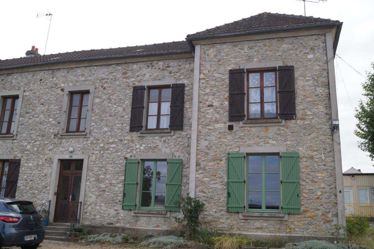 En septembre 2018, la Maison de Services au Public de Condé-en-Brie, avec ses fenêtres et volets d'un beau ton vert et son intérieur fonctionnel avait tout pour plaire...