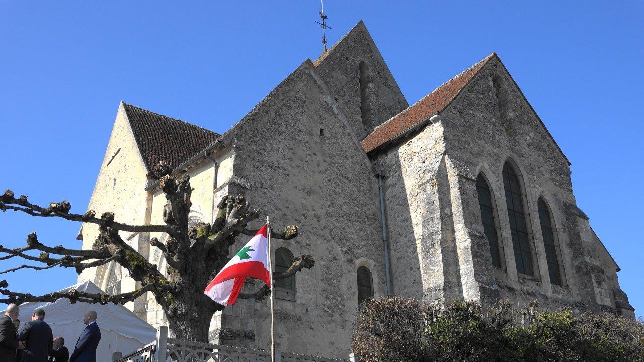Le drapeau du Liban flotte sur Baulne-en-Brie.